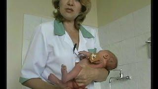 Подмывание новорожденного ребенка видео