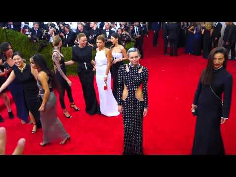 Miley On The Met Gala Red Carpet - 4th May 2015 #2