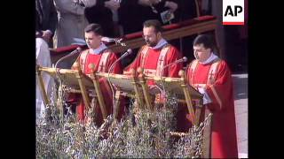 ITALY: VATICAN CITY: POPE JOHN PAUL II CELEBRATES PALM SUNDAY