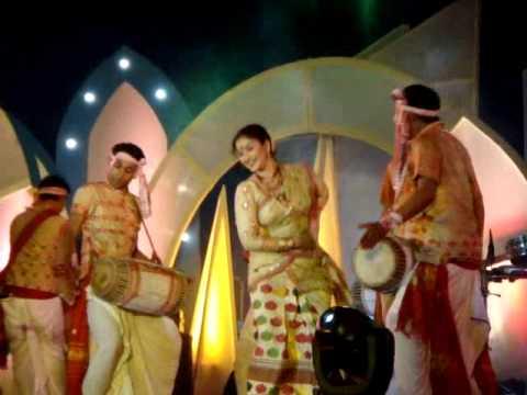 Gayathri Mahanta Performing bihu dance in Jorhat on 02-05-2009