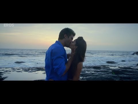 Best Uncut kiss of Bollywood