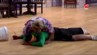 فيديو كوميدي لويزو و أوس أوس لحظة سقوطهما على الأرض فى #مسرح_مصر
