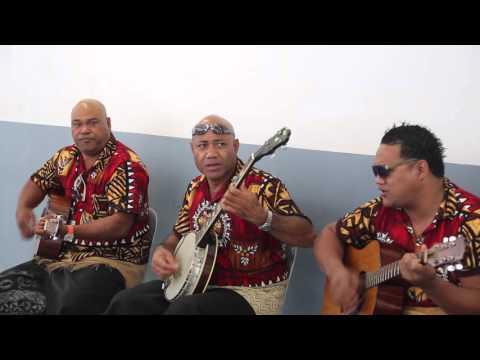 Tonga Musiciens traditionnels à l'aéroport de Nuku'alofa / Tonga Tongatapu Traditional musician