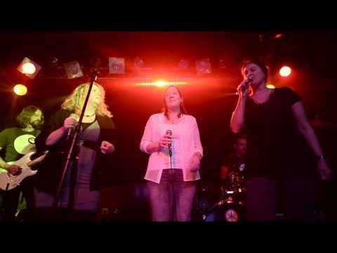 KARAOKE DELUXE & Michaela, Gaby & Melly - Don't Let Go (Live in der Groove Bar)