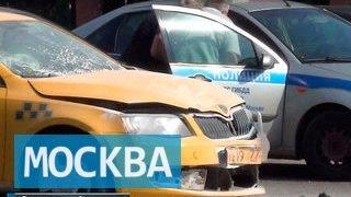 Сразу две аварии с участием такси произошли в Москве(Сразу две аварии с участием такси произошли в Москве В столице выясняют обстоятельства сразу двух аварий..., 2015-08-08T12:58:56.000Z)