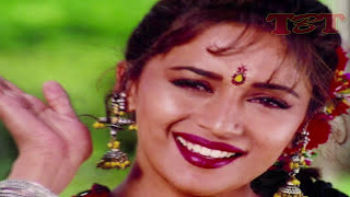 Repeat youtube video Madhuri Dixit's HOT Scenes in Bollywood