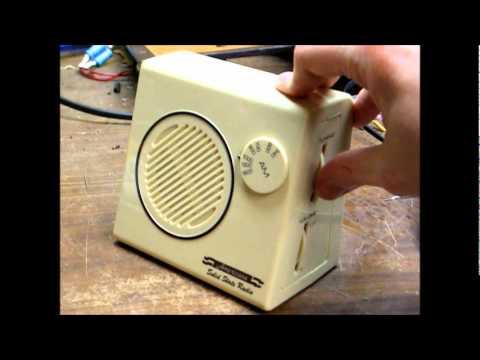 Americana AM transistor radio