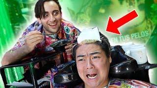 UN JAPONES VA A LA PELUQUERÍA *broma* LE TIÑO EL PELO!!