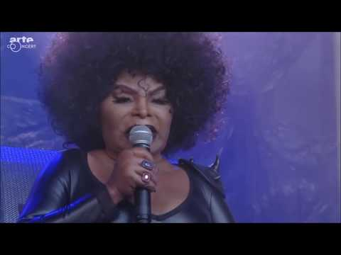 Elza Soares - A Mulher do Fim do Mundo (Live At NOS Primavera Sound 2017)