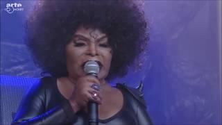 Baixar Elza Soares - A Mulher do Fim do Mundo (Live At NOS Primavera Sound 2017)