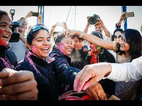 Indiese vroue seilspan kom in SA aan tydens Holi-fees