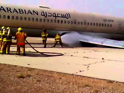 Saudi airlines md-90 emergency landing at desert and crash - YouTube