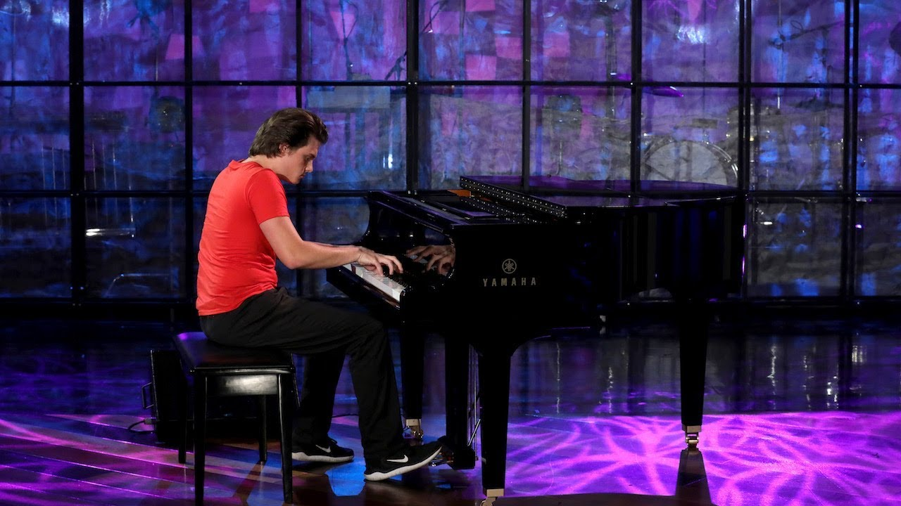 Viral Piano-Playing Pizza Delivery Guy Performs