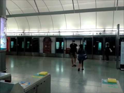 港鐵機場快綫 A-Train E104-K404 駛離香港站一號月台