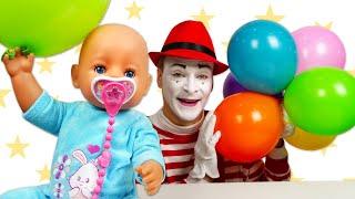 Baby Born oyuncak bebek balonla uçuyor Komik bebek bakma oyunu. Evcilik videosu