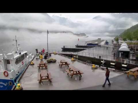 Regen und Nebelschwaden in Geiranger mit