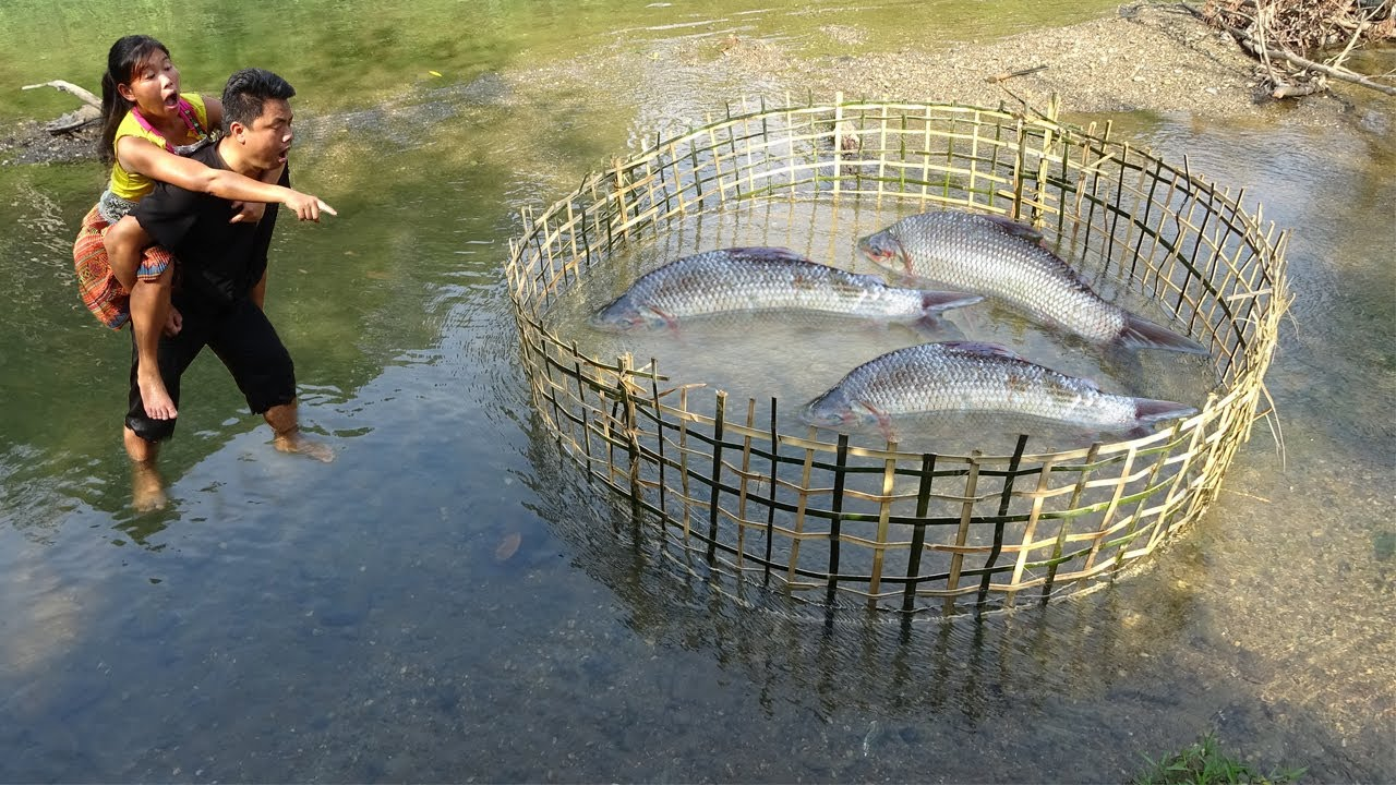 Primitive Life : Smart Fishing Catch A Lot Of Fish At River - Cooking Fish For Survival
