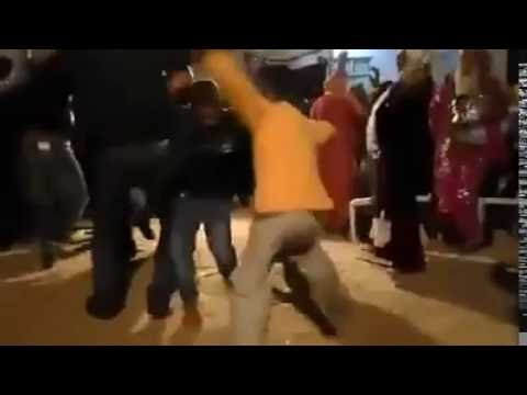 رقص أطفال جزائرين على إيقاع شعبي ههه 100% thumbnail