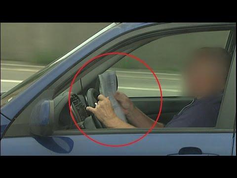 Læser papirer på motorvejen: Så uopmærksomme er vi i trafikken - DR Nyheder