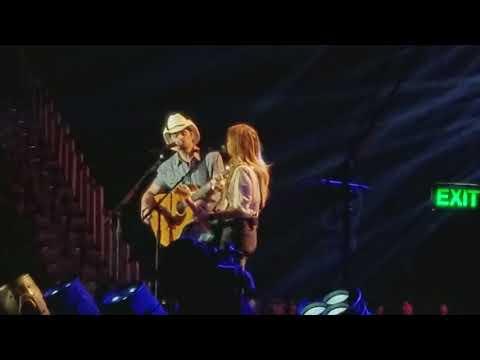 Brad Paisley and Lindsay Ell - Whiskey Lullaby
