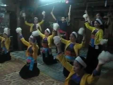 Đội Múa xòe Tây bắc Biểu diễn trước Du khách tại Bản Lác - Mai Châu - H.Bình