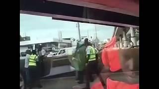 AGENTE DE AMET Y CHOFER SE VAN A LOS PUÑOS EN PLENA VÍA DE LA CAPITAL