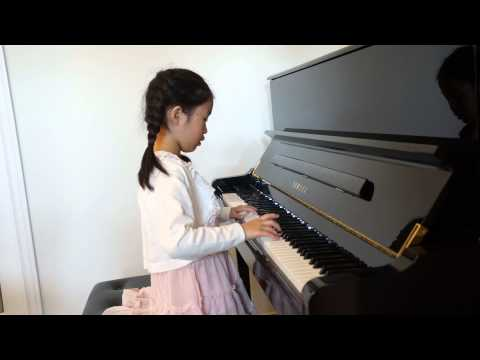"""""""Let It Go"""" (Disney's Frozen Theme Song) Piano Played By Julia Lau (7 Years Old)"""