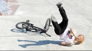 Спорт на BMX Спорт на велосипедах подборка видео.Прикольные падения смотрим тут.(подборка видео на велосипедах тут 0:13 0:47 0:59 прыжки спуски фото гонки на велосипедах 1:27 1:34 1:53 видео на велоси..., 2014-10-03T16:55:36.000Z)