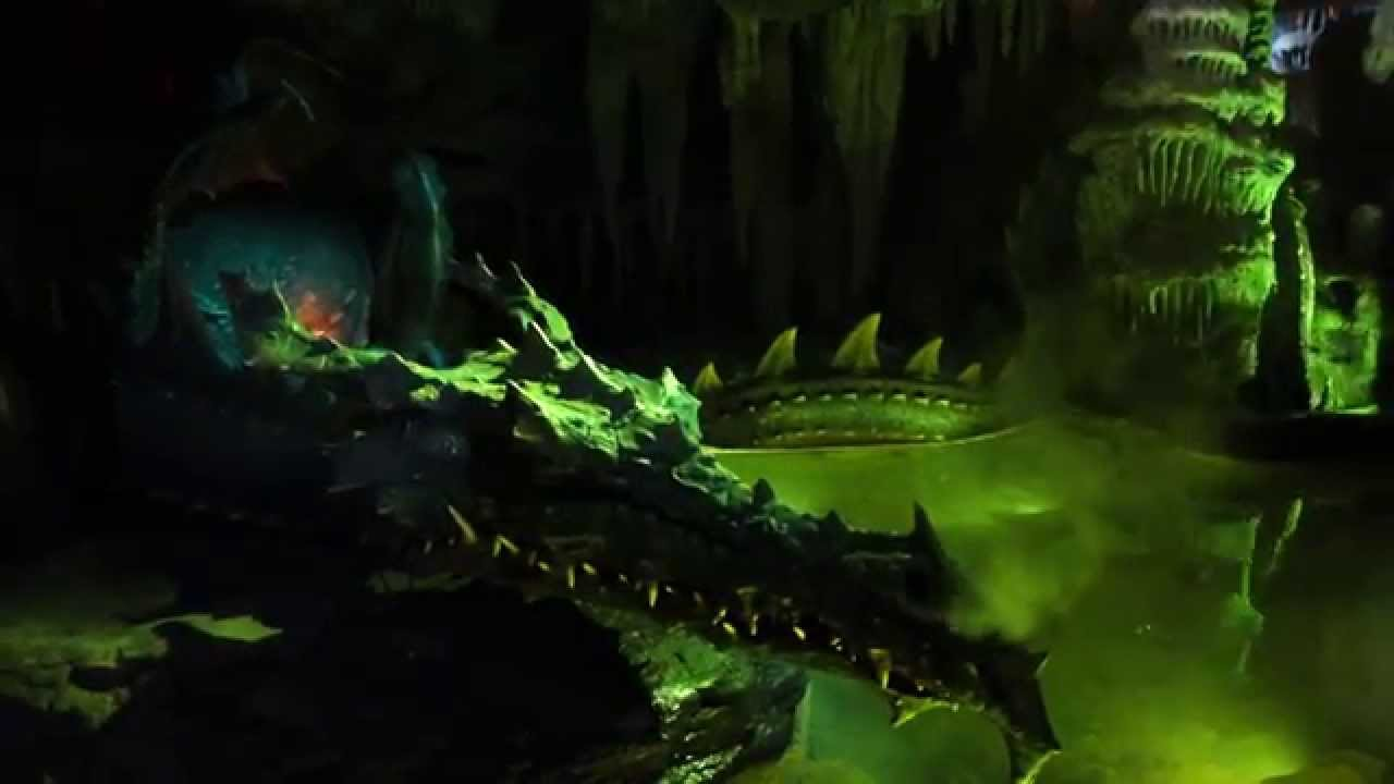 Minecraft Wallpaper 3d The Dragons Cave Under The Castle At Disneyland Paris