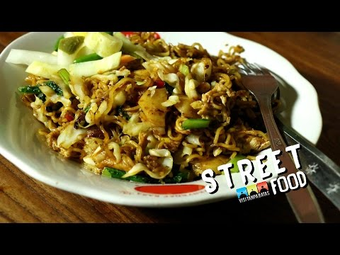 STREET FOOD INDONESIA FRIED NOODLES MIE GORENG
