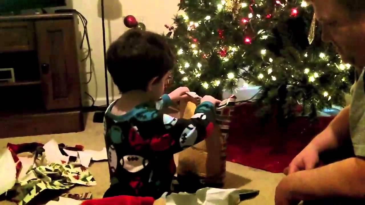 Brandon abriendo regalos navidad 2011 youtube - Regalos para pedir en navidad ...