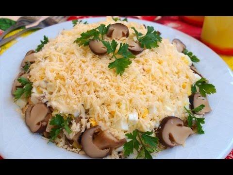 салат слоеный из курицы с грибами
