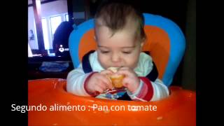 baby led wearning baby 6 months bread and tomato blw bebe 6 meses pan con tomate