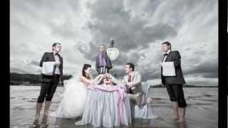 Свадебная фотосессия со столом на воде