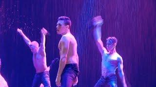 """Шымкентских женщин искушали на шоу """"Под дождем"""""""