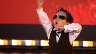 Repeat youtube video Vierjarige Tristan danst Gangnam style in Belgium's Got Talent