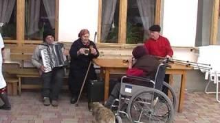 Abandonaţi de copii şi îngrijiţi la casa de bătrâni