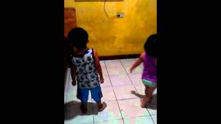 my 2 years old baby dancing twerk it like miley