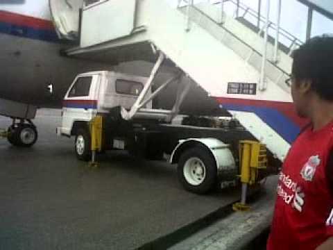 MH 1051 Skidded At Senai Airport 20th October 2010