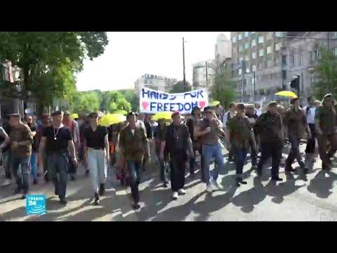 احتجاجات في بروكسل لتخفيف القيود لمكافحة كورونا.. وإلزام الموظفين بالرعاية الصحية في تكساس باللقاح  - 14:56-2021 / 5 / 31