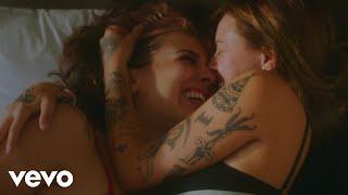 Смотреть клип Lauren Sanderson - Hotel Room