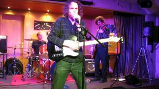 LITTLE LOVE & THE FRIENDLY VIBES.