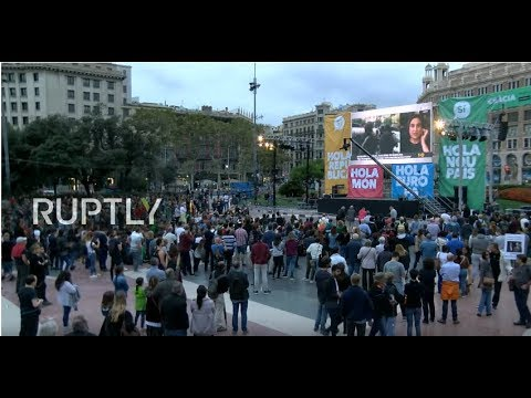 LIVE: Barcelonans gather to follow referendum results