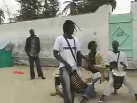 Baye Cheikh Matala Mbaye  Trommelsession in  Dakar