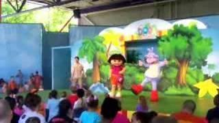 KIds and Dora  doing Chicken Dance
