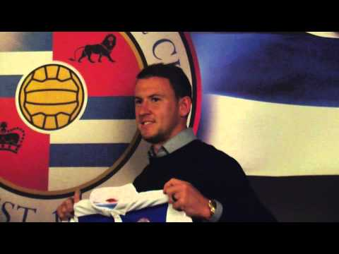 Simon Cox Returns! | Striker Arrives At Madejski Stadium