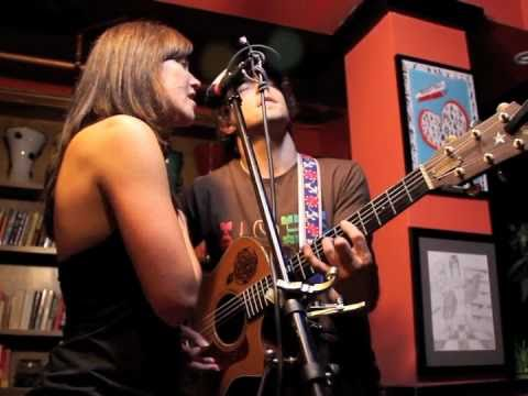 Jason Mraz and Tristan Prettyman sing Lucky