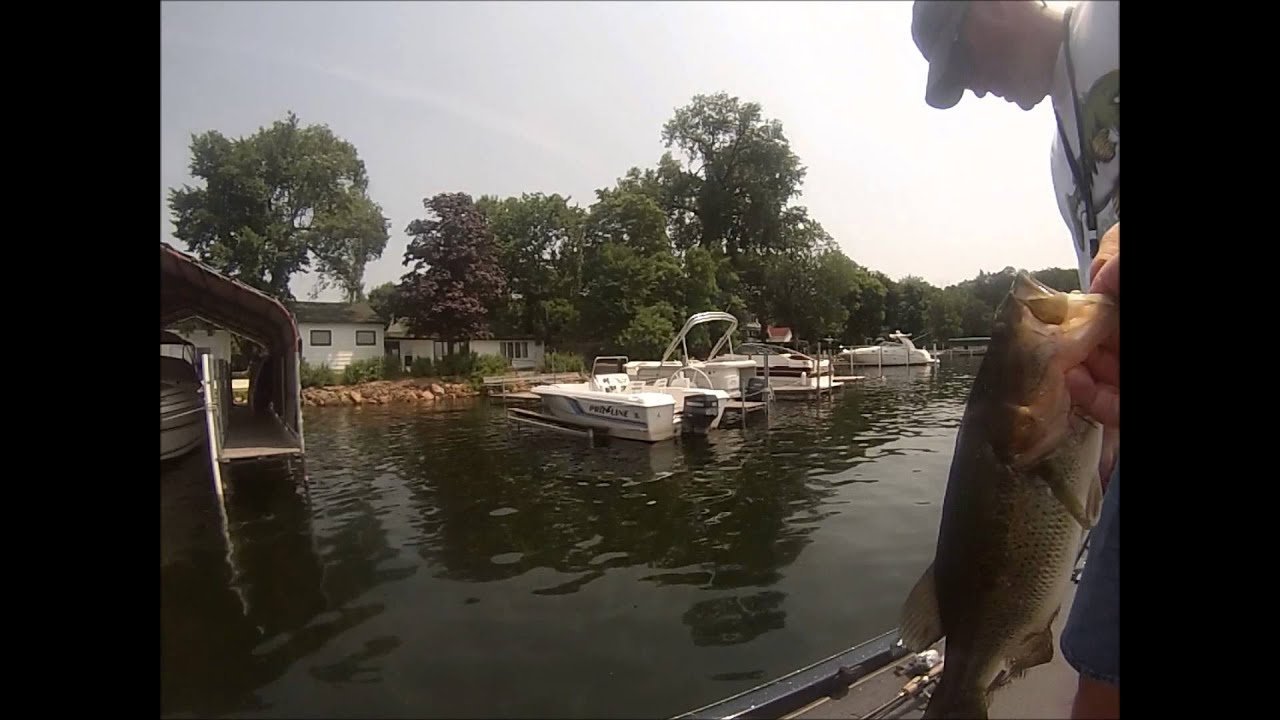 Bass fishing lake Minnetonka - YouTube