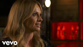 Смотреть клип Carly Pearce - Catch Fire