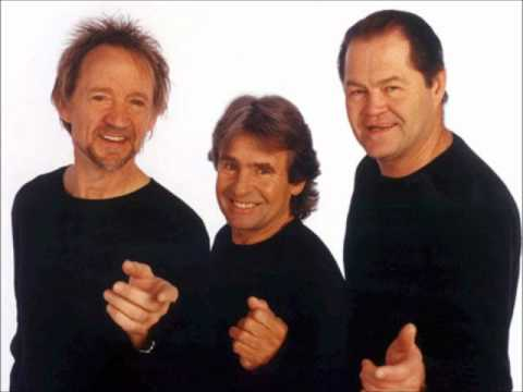The Monkees -  It's Nice To Be With You (Live In Westbury, NY - 3/10/01)